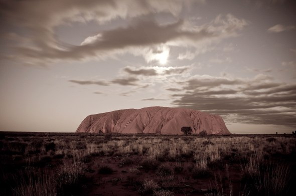Uluru and the moo(n)